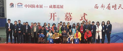 08协会工作人员与参加活动的市民合影WechatIMG478.jpg