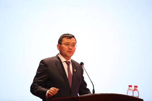 02东方雨虹董事长李卫国先生.png