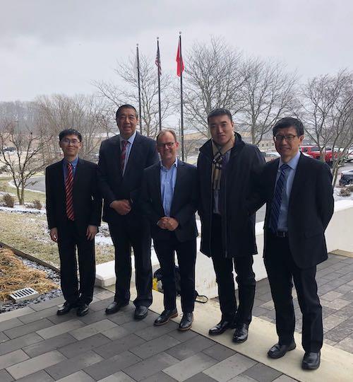 04西幔公司园区升起中国国旗欢迎代表团.jpg