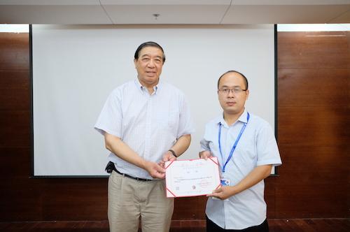 09颁发副会长证书DSCF1449.JPG