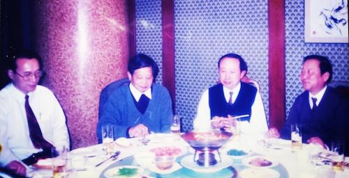 图4 1998年王总在开工庆典的宴会上  左起姚建庆先生(阿迪公司)、王哲荫总工、孔宪明教授、李國干(作者).png